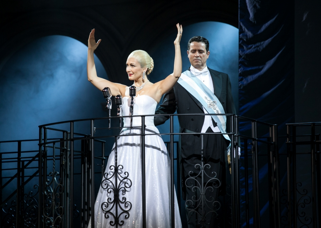 Madalena Alberto as 'Evita' and Jeremy Secomb as 'Juan Perón' / Pamela Raith Photography